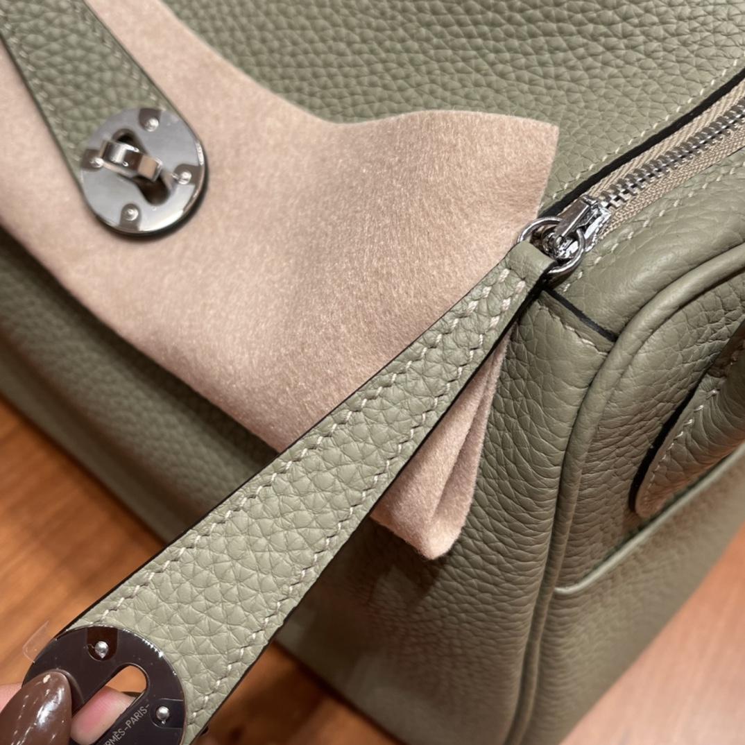 爱马仕官网 香港代购 26Lindy 大容量包包,通勤又日常 Clemence 皮  Q1 鼠尾草绿 银扣